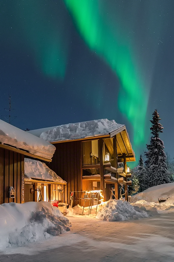 Lodge with auroras