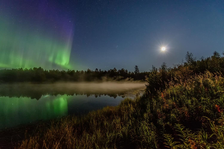 Autumn auroras in moonlight