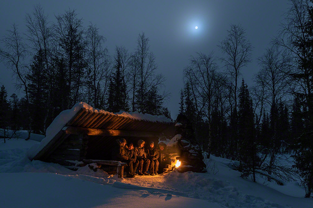 Aurora Basecamp March - Moonlit night with cosy fire