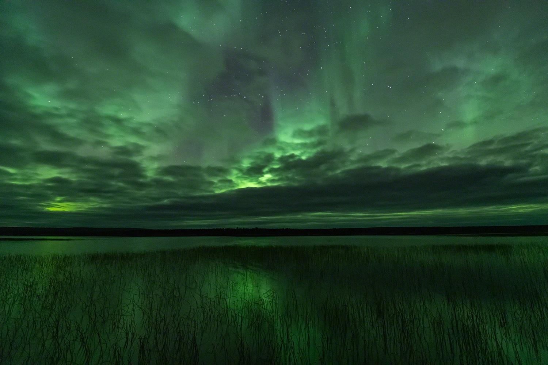 Auroras over lake/Polarlicht ueber See