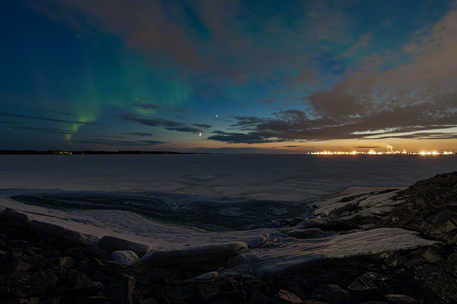 Last auroras of the season above Oulu and the frozen Baltic Sea