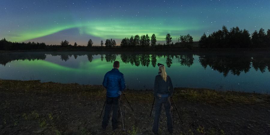 Photographing auroras